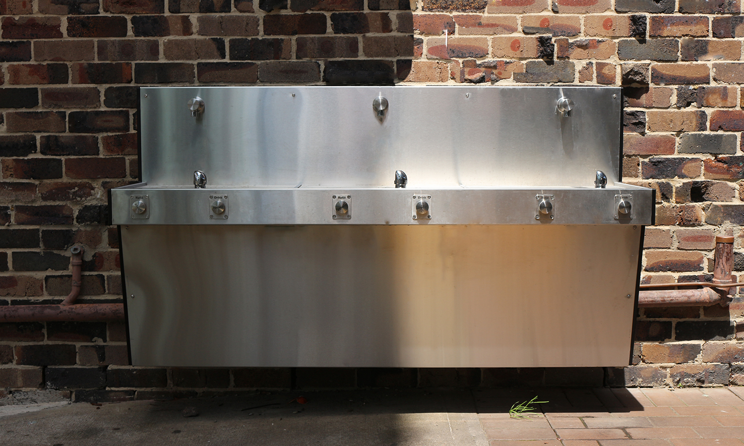 Frontal image of Aquafil Hydrobank Wall Mounted Drinking Fountain featured in Loreto Kirribilli School