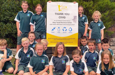 Class picture of Sapphire Coast Anglican College holding a CIVIQ banner as one of our H2O HEROES School Competition Winners
